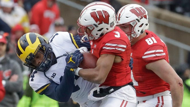Wisconsin's Kendric Pryor catches a pass in front of Michigan's Josh Metellus during the first half Saturday.