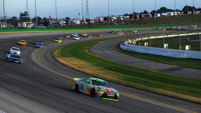 Kyle Busch leads racers into the fourth turn during the 2015 Quaker State 400 at Kentucky Speedway.
