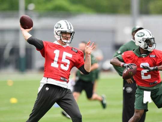 New York Jets quarterbacks Josh McCown, left, and Teddy Bridgewater throw the ball on the first day of OTA's in Florham Park, NJ on Tuesday, May 22, 2018.