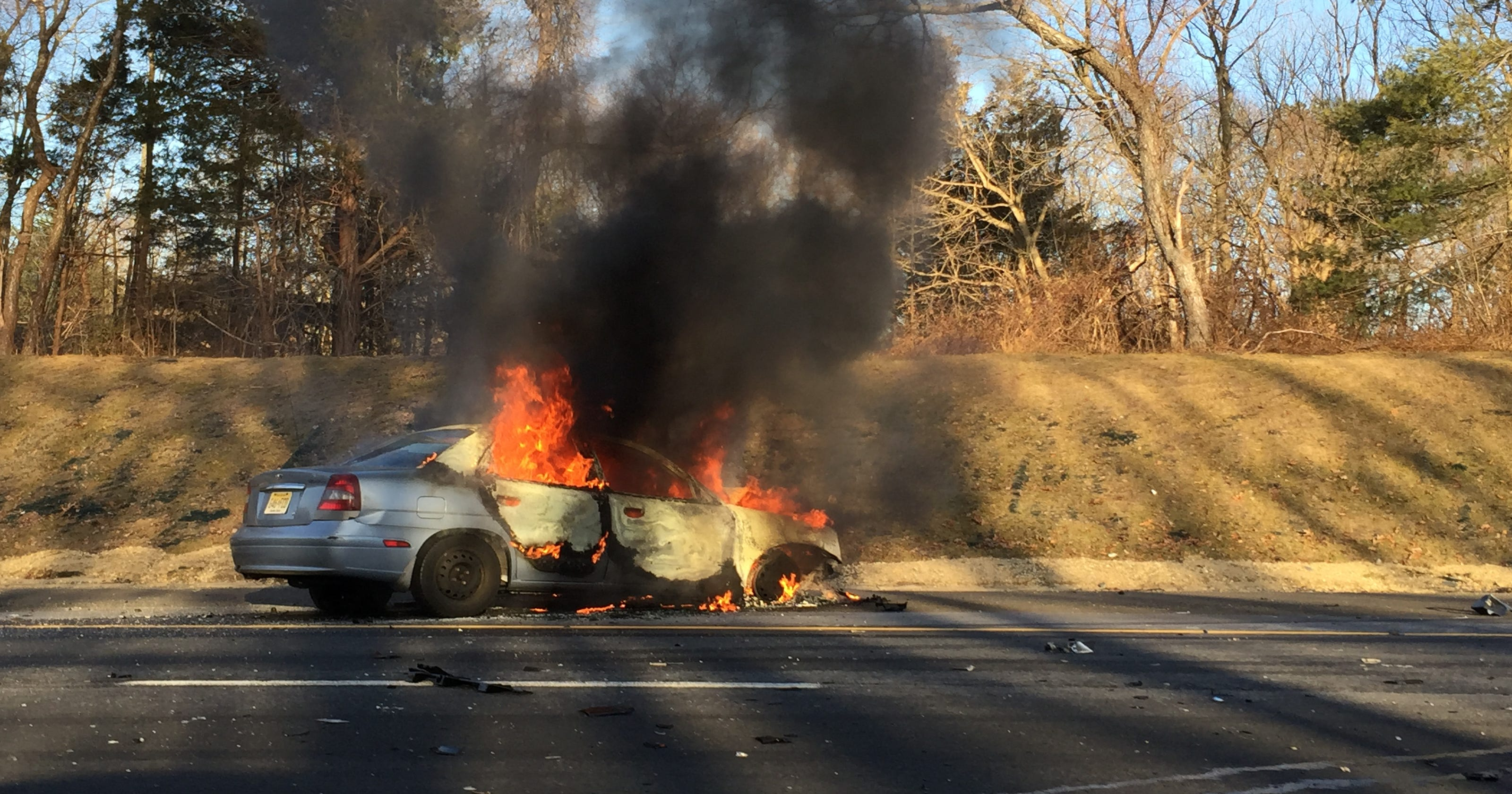 Parkway car fire blocks lanes south of Exit 98