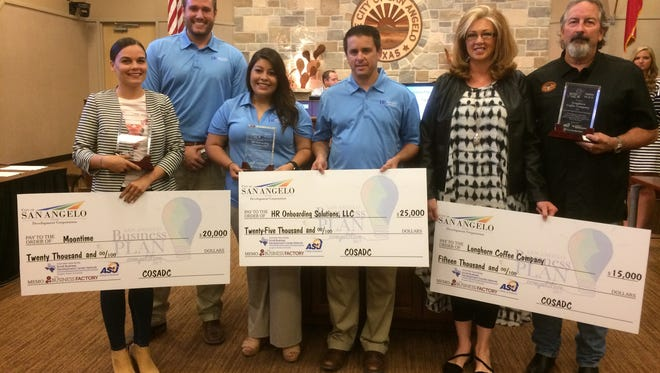 Winners of the 2017 San Angelo Business Plan Competition.  First place went to HR Onboarding Solutions, representatives wearing blue tee-shirts in the center, second place winner Chelsea Waldrop is on the left, and representatives of third-place winner Longhorn Coffee Co. are on the right.