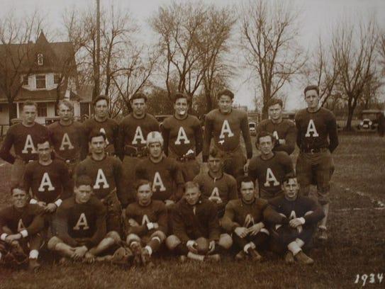 -GPG Historic Allouez football team photo.jpg_20140717.jpg