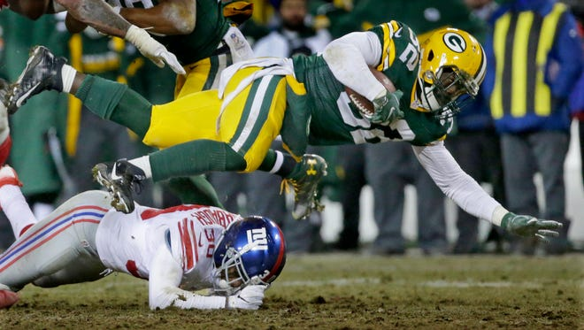 PACKERS09 PACKERS  - Green Bay Packers running back Christine Michael (32) runs for a gain during the 4th quarter of the Green Bay Packers wild-card playoff game against the New York Giants at Lambeau Field in Green Bay, Wis. on Sunday, January 8, 2017.
