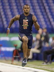 Clemson quarterback Deshaun Watson runs the 40-yard dash at the NFL Scouting Combine on Saturday.