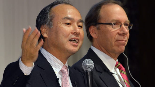 Softbank's Masayoshi Son with Sprint Nextel CEO Dan Hesse after announcing Softbank's acquisition.