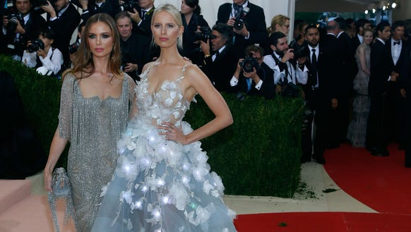 Georgina Chapman and Karolina Kurkova