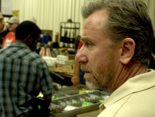 "An ATF agent (Tim Roth) is trapped in Mexio in ""600"