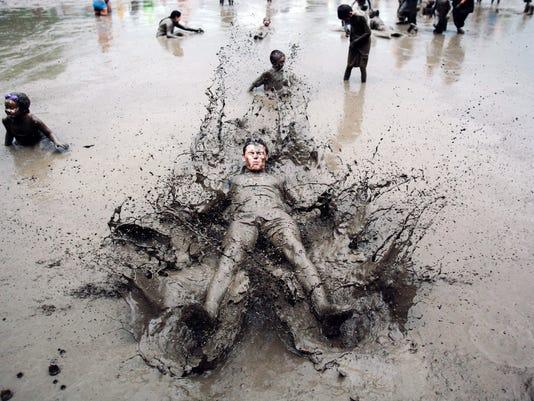 636017081392550212-Mud-Day.jpg
