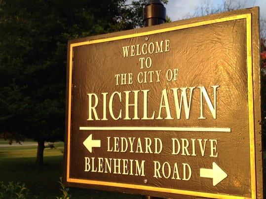 Richlawn sign.JPG