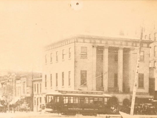 636078053144339135-1910-Streetcar-in-front-of-old-Greene-County-Courthouse.jpg