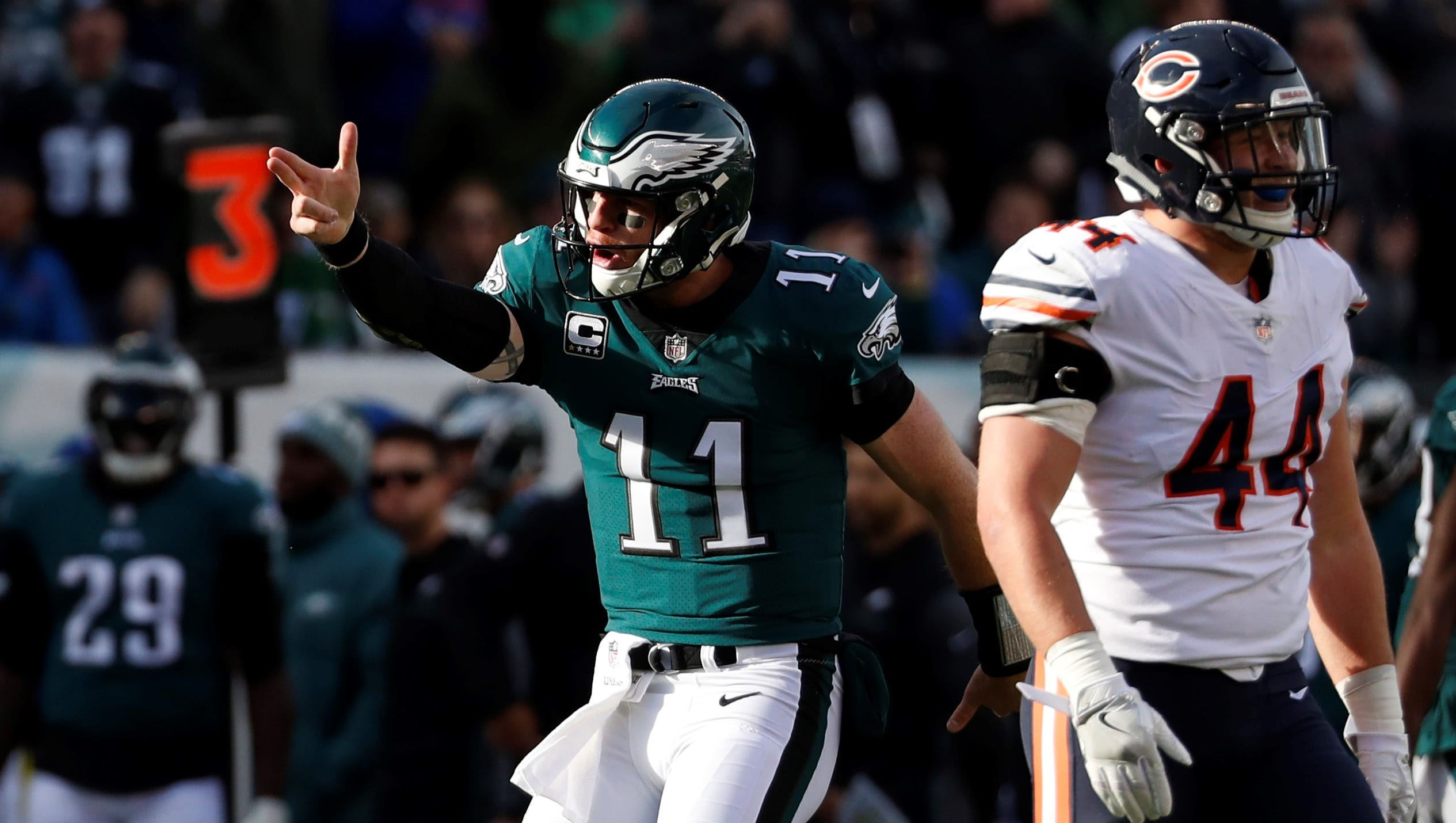 Wentz Tosses Three Td Passes Leads Surging Eagles To Easy Win