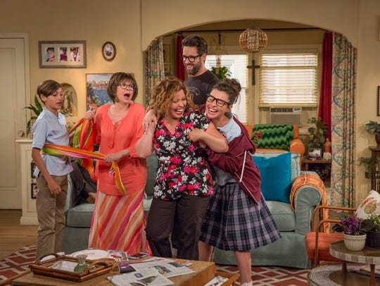 This is it: 'One Day at a Time' cast, 2017 version