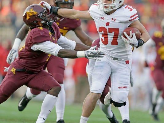 NCAA Football: Wisconsin Badgers at Minnesota Golden Gophers