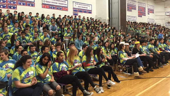 492 students and faculty members participated in the fundraising event.