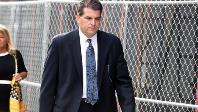 Fort Lee Mayor Mark Sokolich heading into federal court on Tuesday, Sept. 20, 2016.