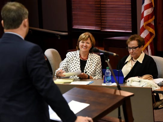 Chief Justice Sharon Lee, center, and the Tennessee