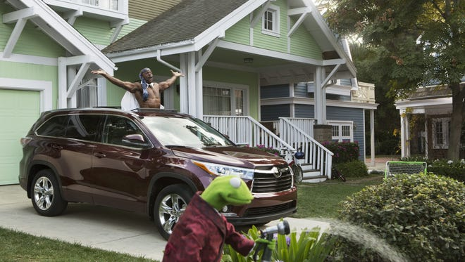 Kermit the Frog and Terry Crews on the set of Toyota's all-new 2014 Highlander commercial to air during the Super Bowl on Feb. 2  [Via MerlinFTP Drop]