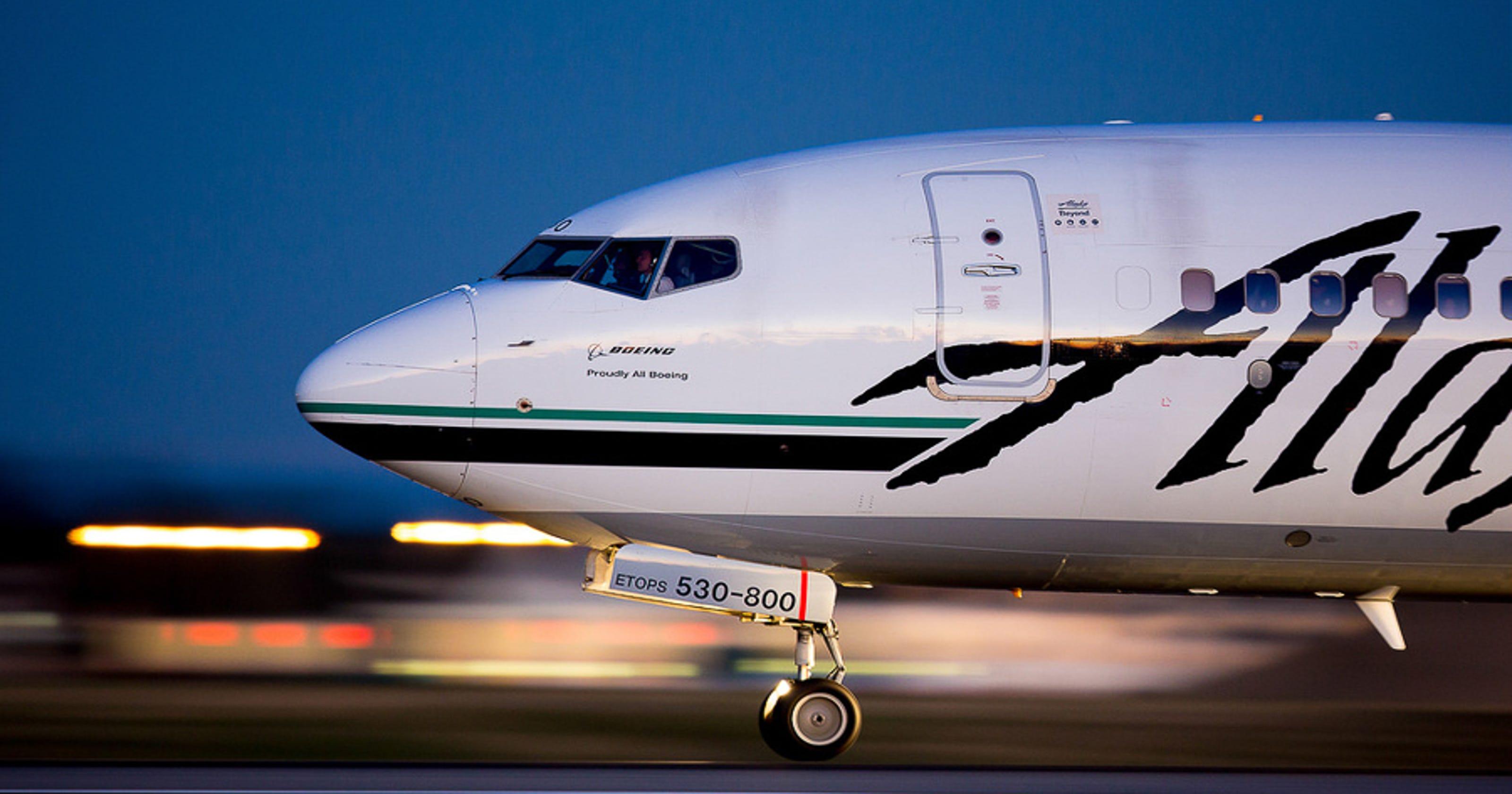 Alaska Airlines Plane Turns Back After Passenger Strips Naked-1858