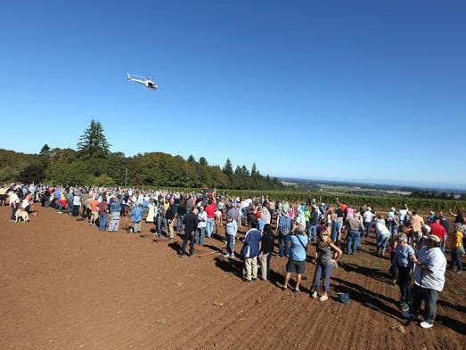 More than 500 attendees plant new pinot noir grape