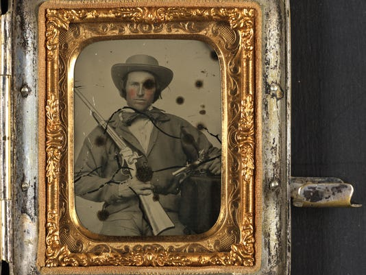 Unidentified-Civil-War-soldier-in-Confederate-cavalry-uniform-LofC.jpg