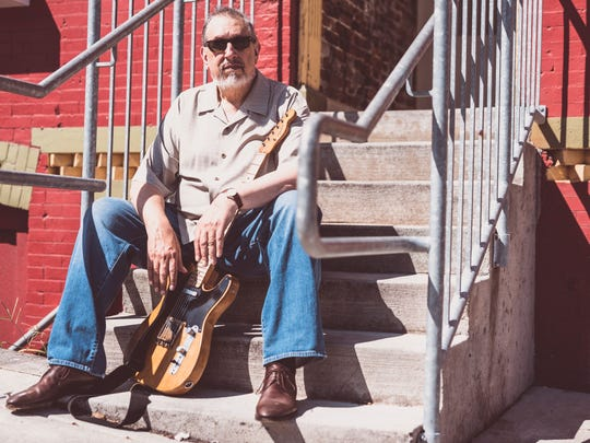David Bromberg's new album. his 18th, includes covers of blues songs by artists such as Robert Johnson, Ray Charles and Sonny Boy Williamson.