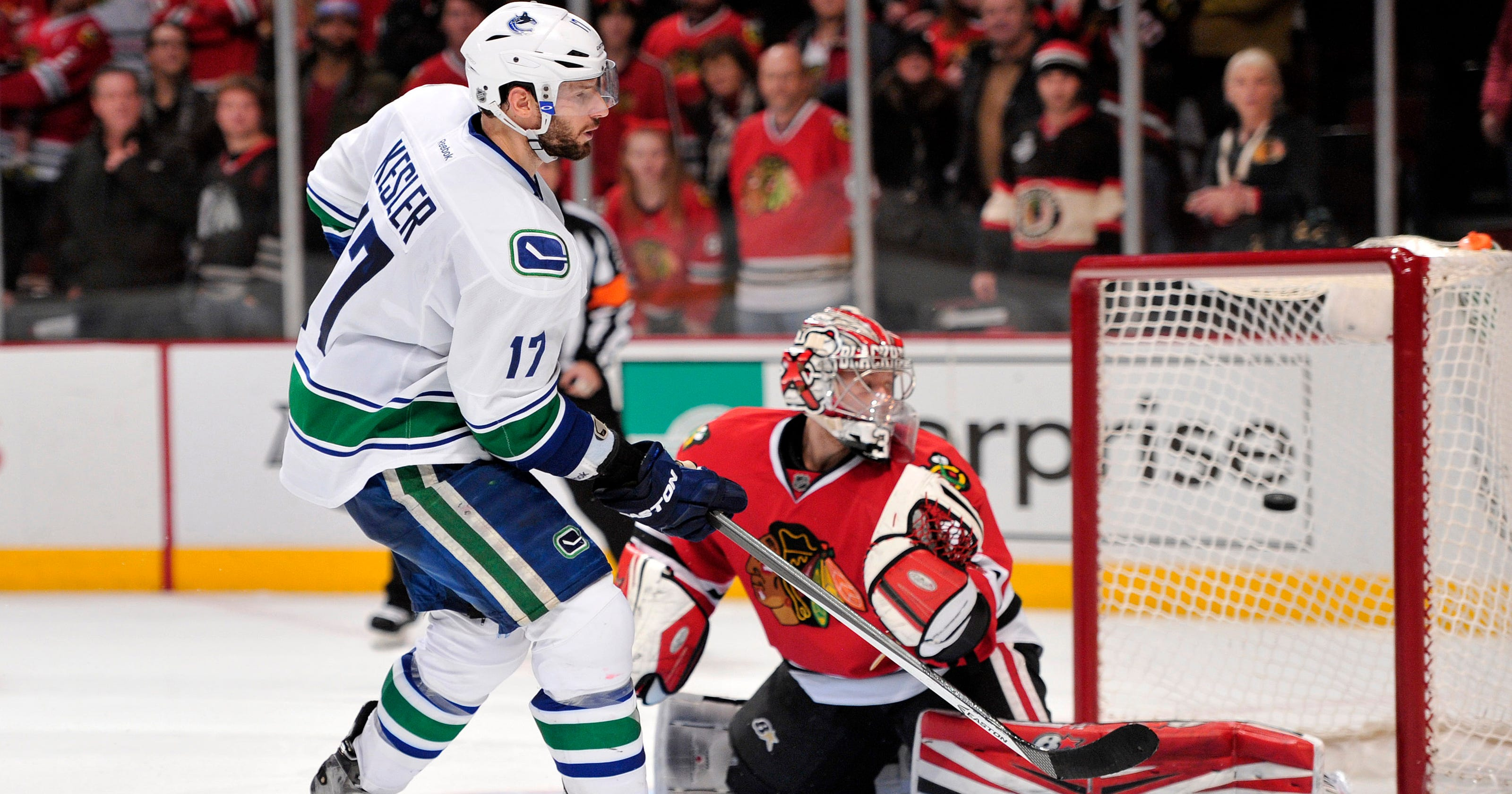 43a35c46481 Ryan Kesler lifts Canucks past Blackhawks in shootout