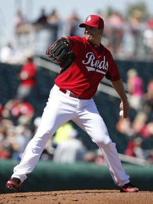 Cincinnati Reds relief pitcher Manny Parra is set to join the Louisville Bats for a short rehab start.