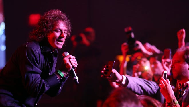 The Starship featuring Mickey Thomas will perform at a New Year's Eve Palm Springs block party for 2015.