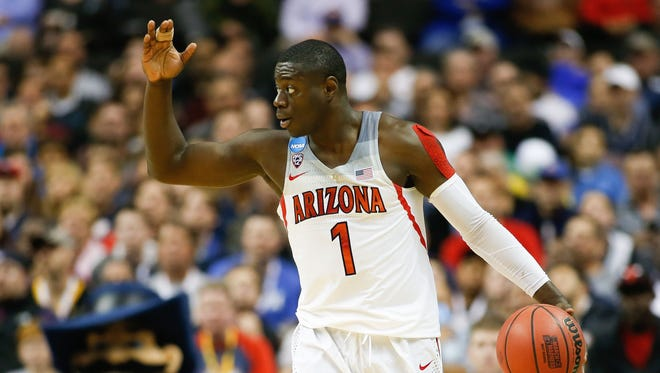 Mar 23, 2017: Arizona Wildcats guard Rawle Alkins (1) signals to his teammates as they play against the Xavier Musketeers during the first period in the semifinals of the West Regional of the 2017 NCAA Tournament at SAP Center. Xavier Musketeers defeated the Arizona Wildcats 73-71.