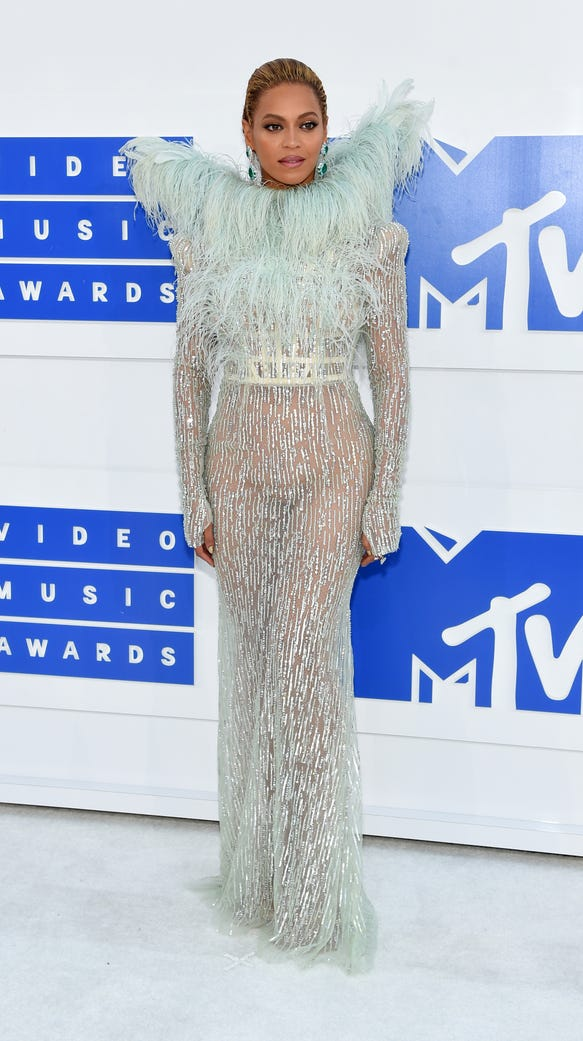 Beyonce wore angel wings to the vmas brought blue ivy as her date