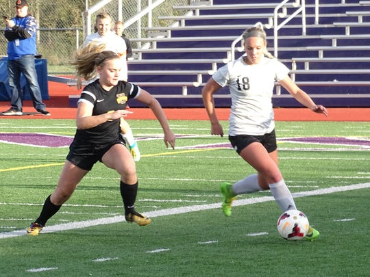 Fairfield Union's Theron Ruff gets past a Unioto defender