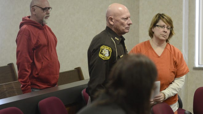 Sara Ylen walks from Judge Daniel Kelly's courtroom Friday as James Grissom, left, watches in January 2014.