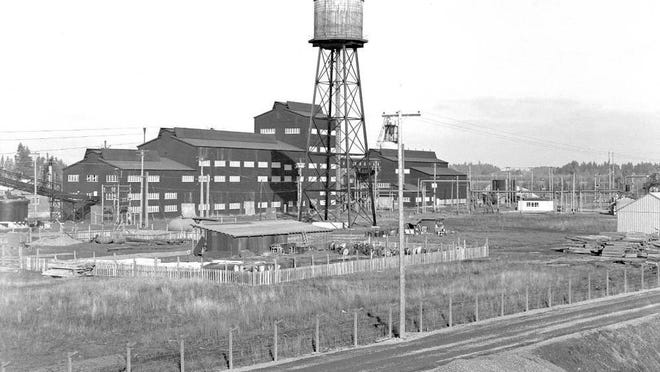 The Salem alumina plant on Cherry Avenue NE is seen in 1945. It cost more than $4 million to build and was demolished in 1965-66.