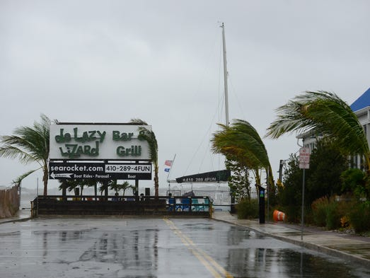 de Lazy Lizard Bar and Grill experiencing high winds