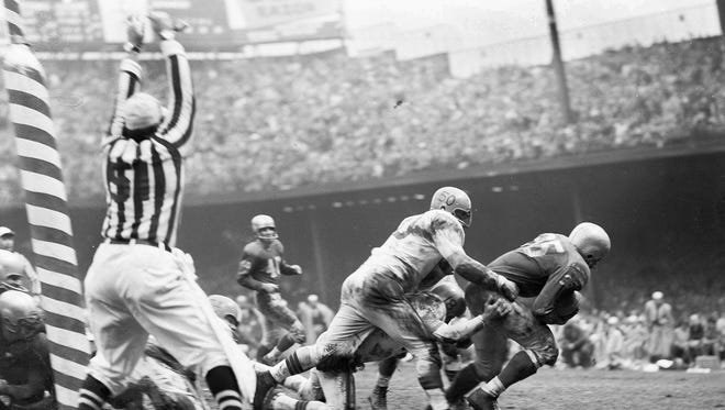 John Henry Johnson (35) Detroit Lion back roars through for a touchdown in the last minute of play as the Lions defeated the Cleveland Browns 20-7 in Detroit, Mich., Dec. 8, 1957. (AP Photo)