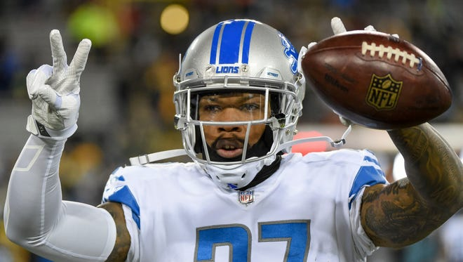 Lions safety Glover Quin warms up prior to the game against the Packers at Lambeau Field on Nov. 6, 2017.