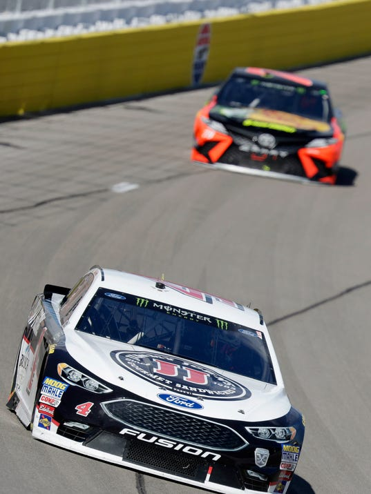 Kevin Harvick lead drivers during a NASCAR Cup series auto race Sunday, March 4, 2018, in Las Vegas. (AP Photo/Isaac Brekken)