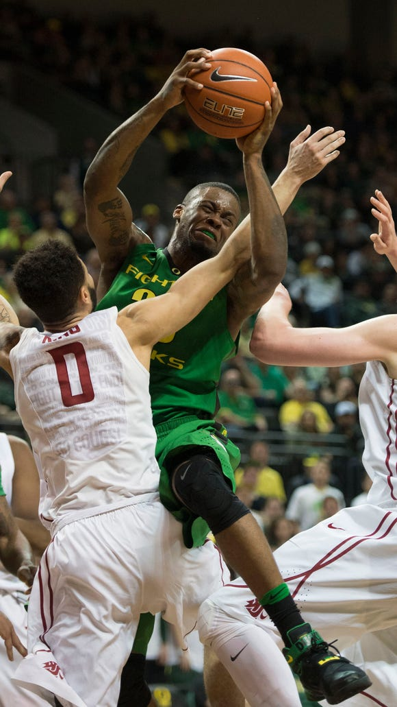 Oregon Ducks forward Elgin Cook (23) drives to the basket against Washington State on Wednesday. Cook had 24 points and admits that he's paying attention to the close Pac-12 title race, which the Ducks lead.