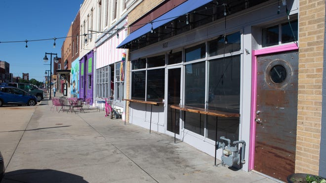 Thin and Crisp Gourmet Pizza will open a second location in the former home of NOTO Burrito at 822. N. Kansas Ave.