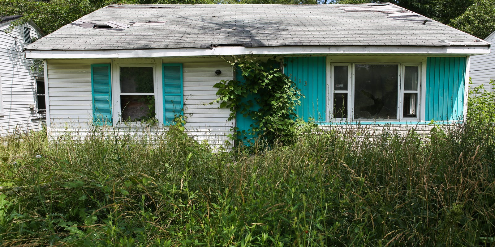 Abandoned buildings, lots challenge for city