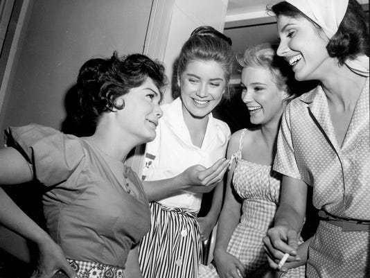 636422851789977320-Connie.6.-Connie-Francis-left-Dolores-Hart-Yvette-Mimieux-and-Paula-Prentiss-on-the-set-of-Where-The-Boys-Are-1960---MGM.jpg