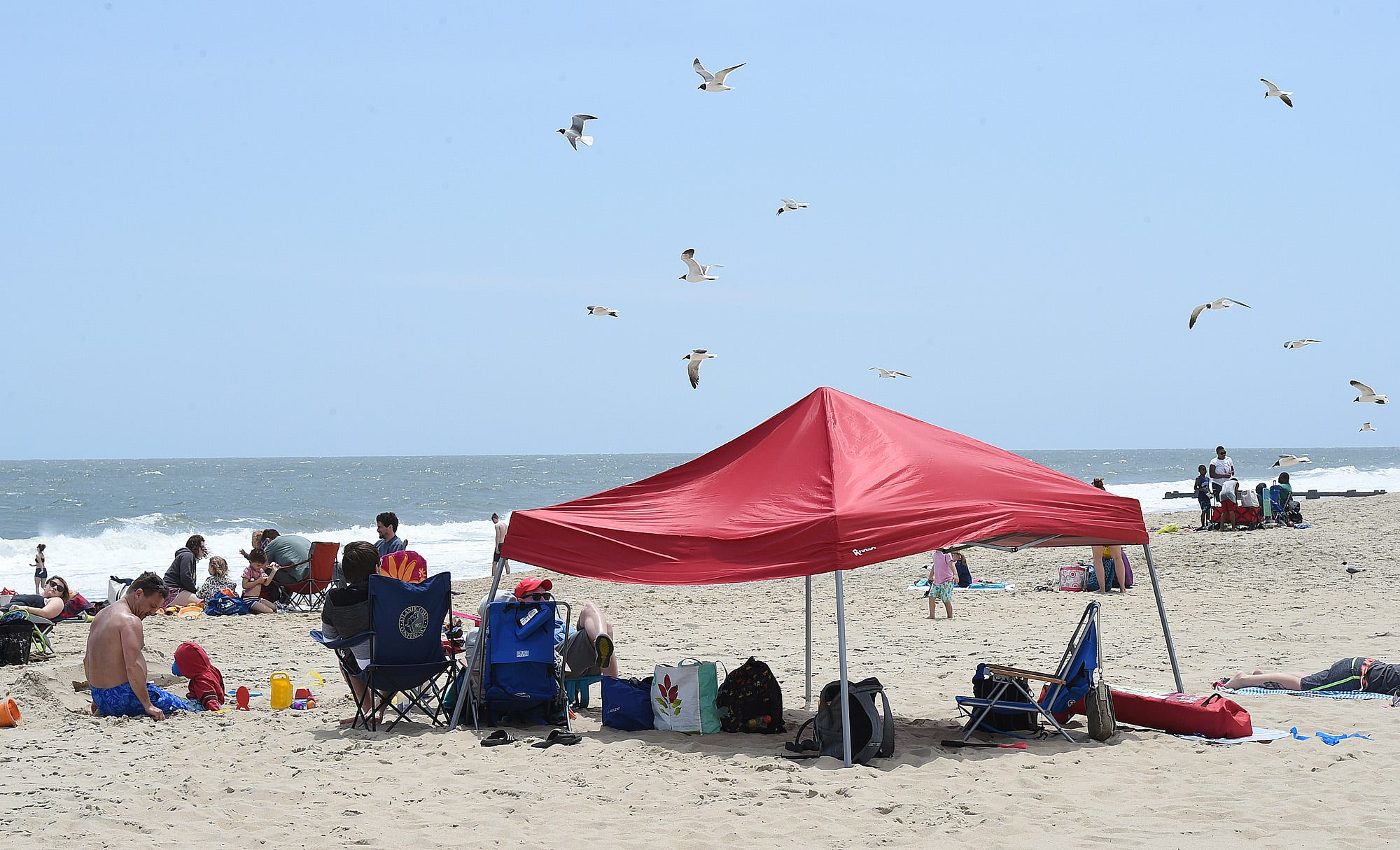 With tourists incoming some throw shade at Rehoboth over beach tent rule & With tourists incoming some throw shade at Rehoboth over beach ...