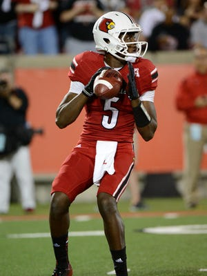 Louisville Cardinals quarterback Teddy Bridgewater (5) drops back to pass against the Rutgers Scarlet Knights during the first quarter at Papa John's Cardinal Stadium.