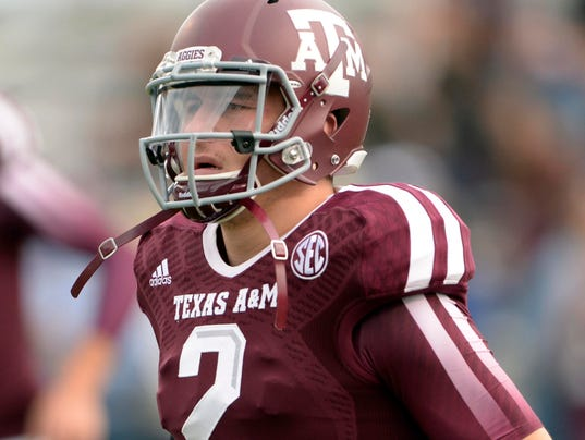 Texas A&M Aggies quarterback Johnny Manziel warms up before the game