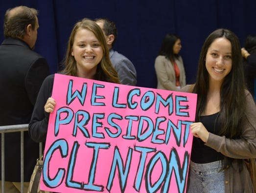 UCF students show support at election eve rally.