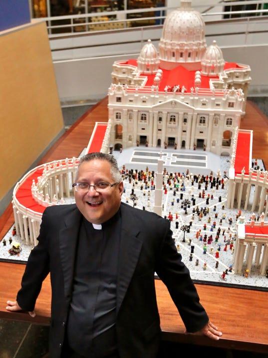 635780096818369024-LEGO-Vatican-A-2-