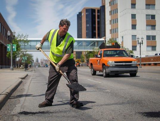 636571585559712240-potholes4-DS-9920.jpg