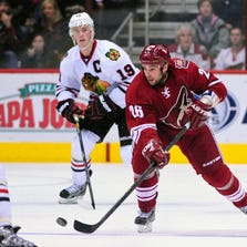 Feb. 7, 2013: Coyotes center Steve Sullivan (26) passes the puck up ice during the second period against the Chicago Blackhawks at Jobing.com Arena.