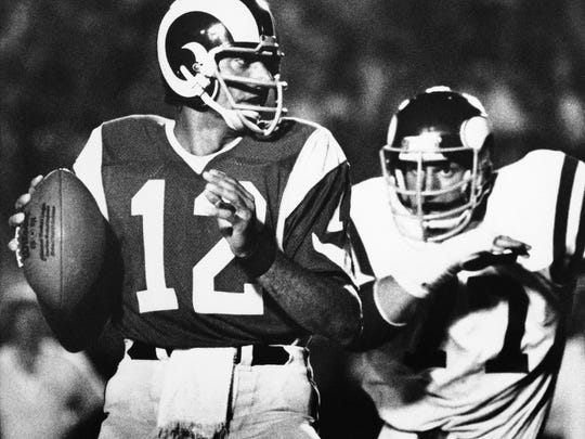 Joe Namath made himself a legend with the New York Jets. He struggled with the Rams.