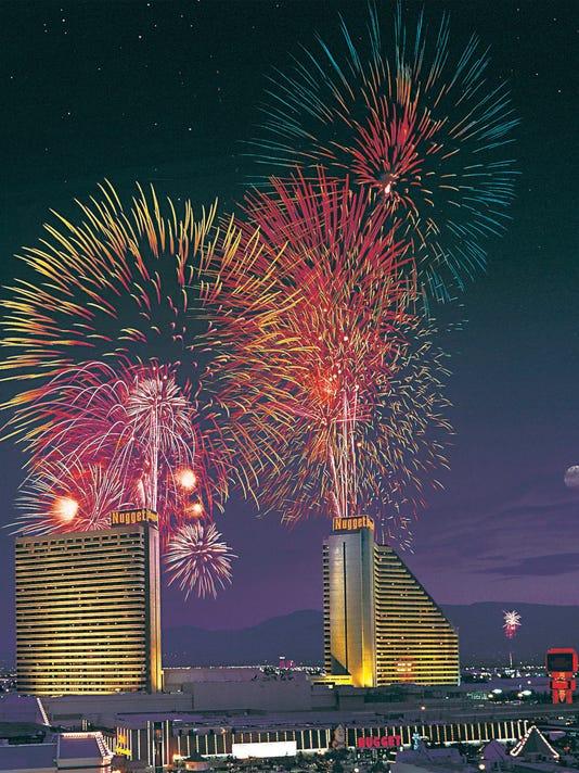 635715977636952382-Fireworks-hi